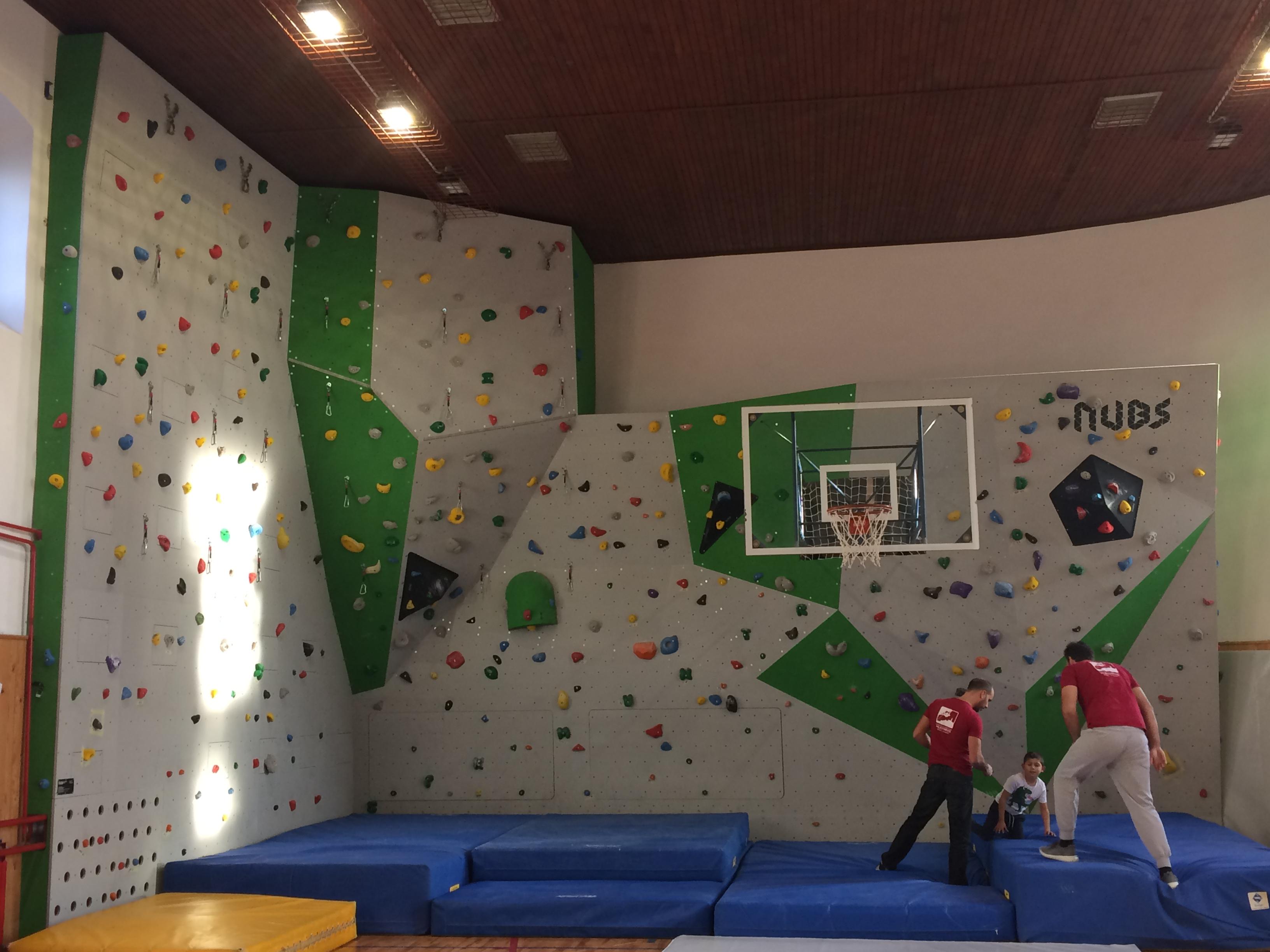 Inaugurata la nuova roccia per l'arrampicata libera