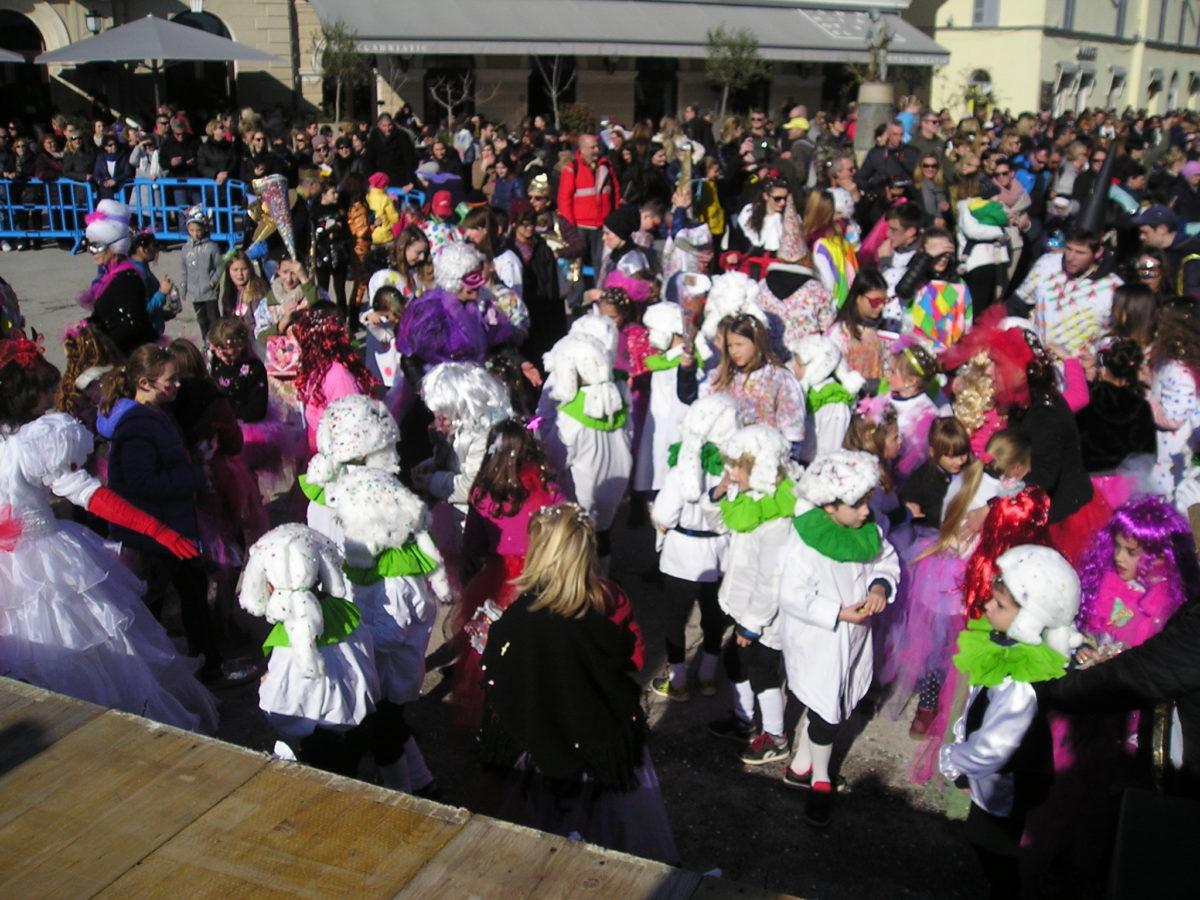 Sfilata di carnevale in riva - glavna fotografija
