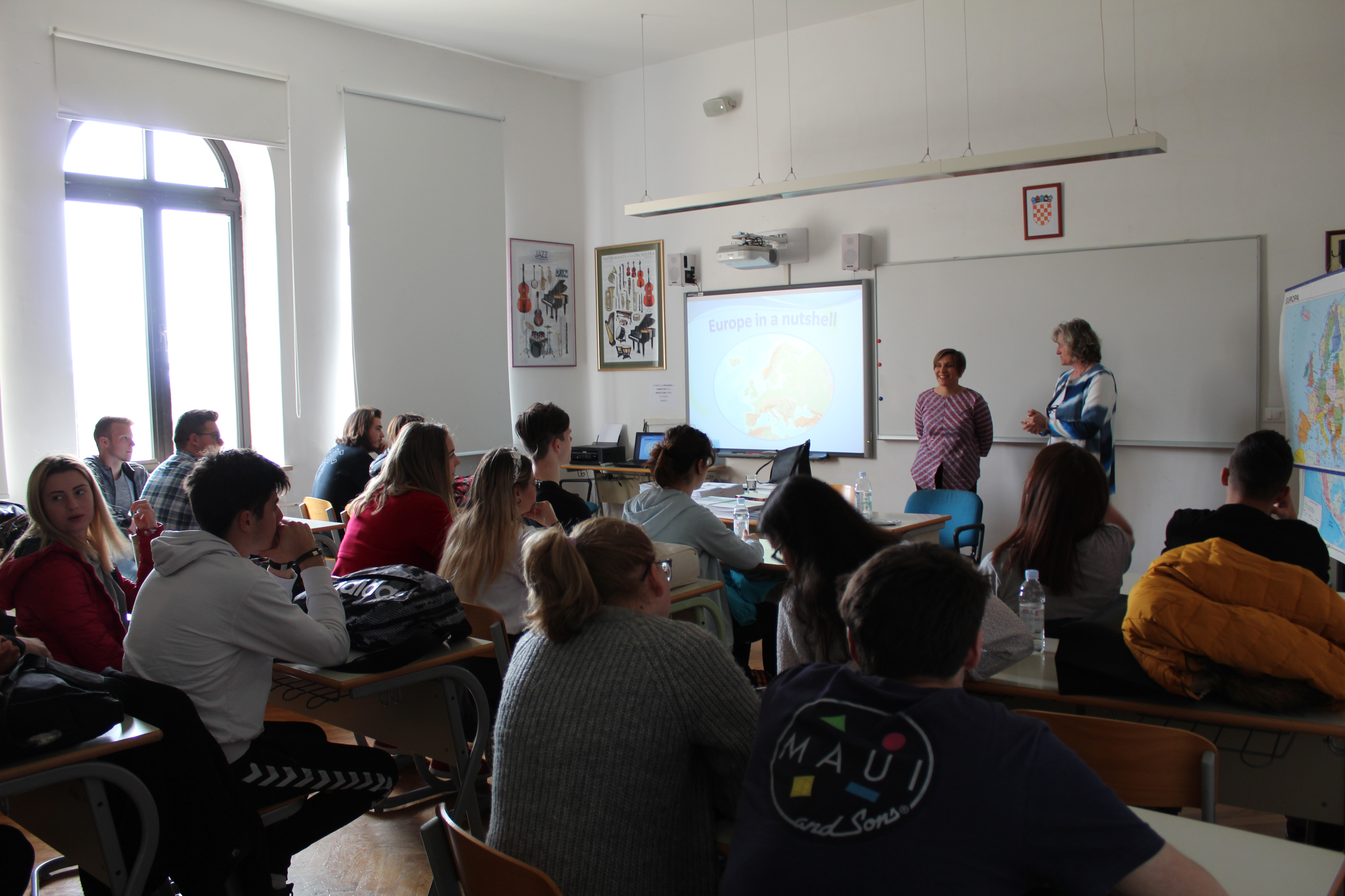 """L'iniziativa """"Ritorno a scuola """" (""""Back to School"""") presentata agli alunni della Scuola media superiore italiana a Rovigno"""