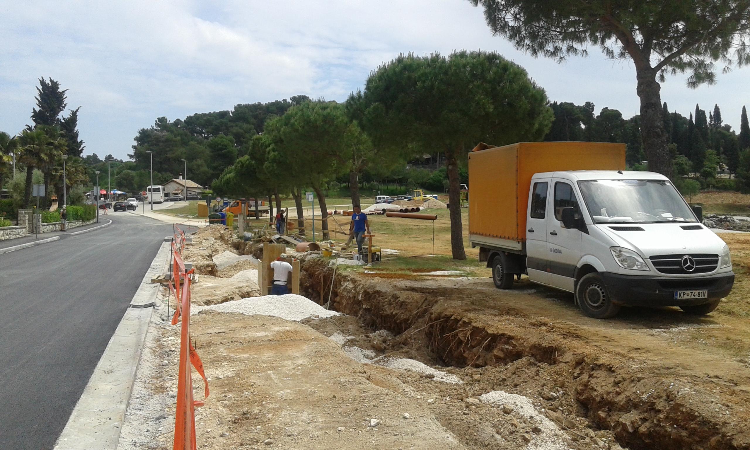 Costruzione della canalizzazione delle acque piovane in via Luigi Monti