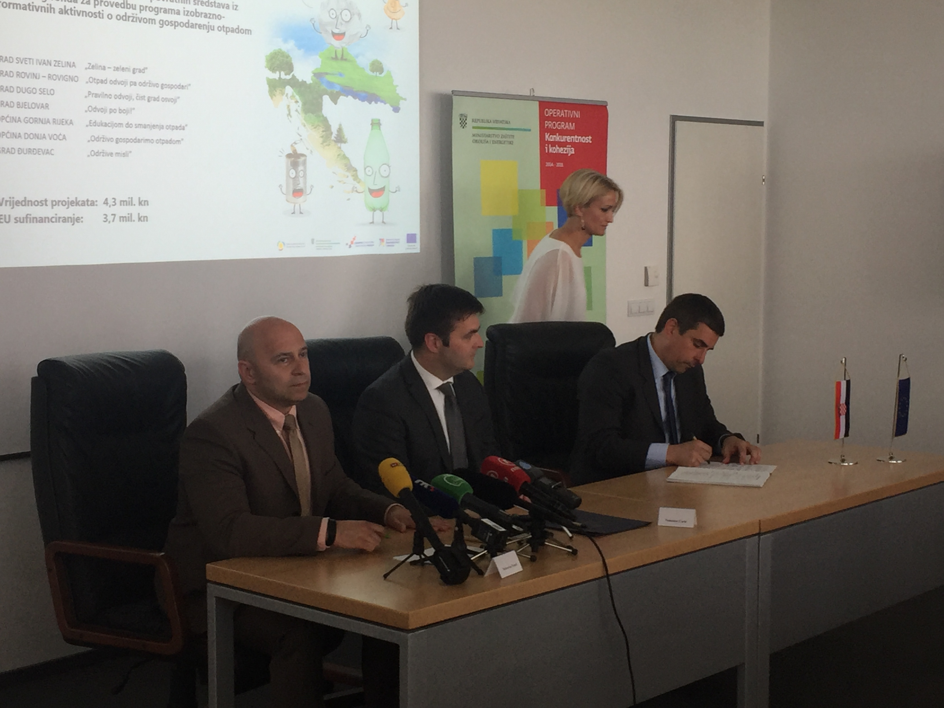 """Firmato solennemente il Contratto di assegnazione dei mezzi a fondo perduto per il progetto """"Rispetta l'ambiente e separa i rifiuti"""""""