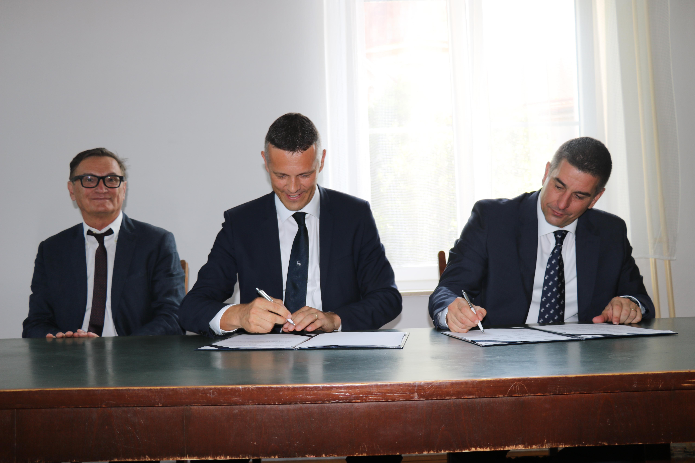 Sottoscritto il Contratto sul diritto di costruzione nell'ambito del progetto di costruzione della piscina cittadina termale