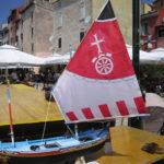 Regata di imbarcazioni con vela al terzo e latina 1