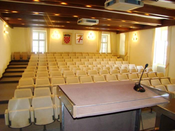Lavori di ristrutturazione e adattamenti della grande sala della Casa di cultura