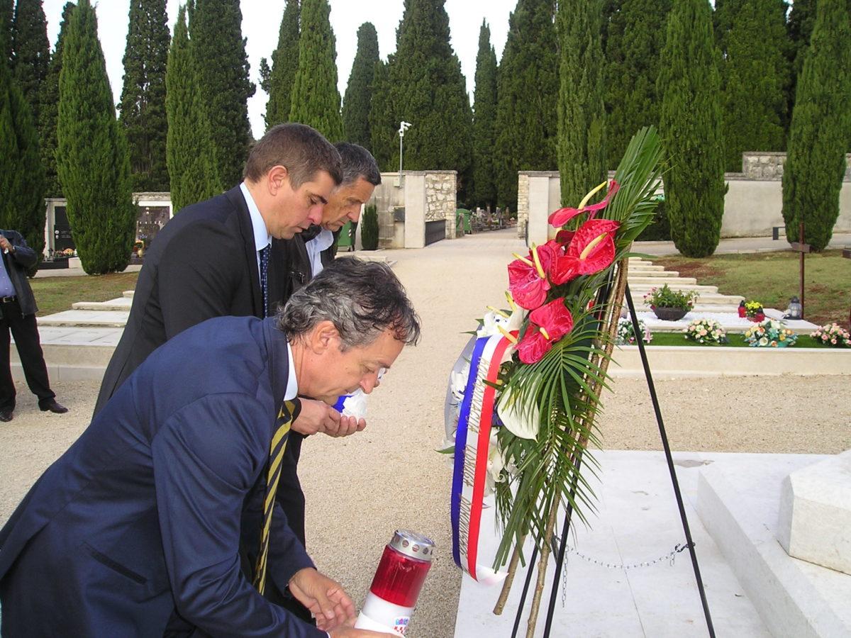 Celebrata la Giornata dell'Indipendenza - glavna fotografija