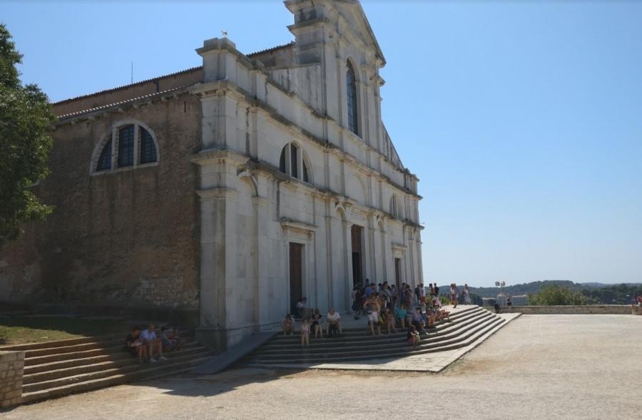 Sistemazione della pavimentazione del sagrato e delle adiacenze  della Chiesa di Sant'Eufemia
