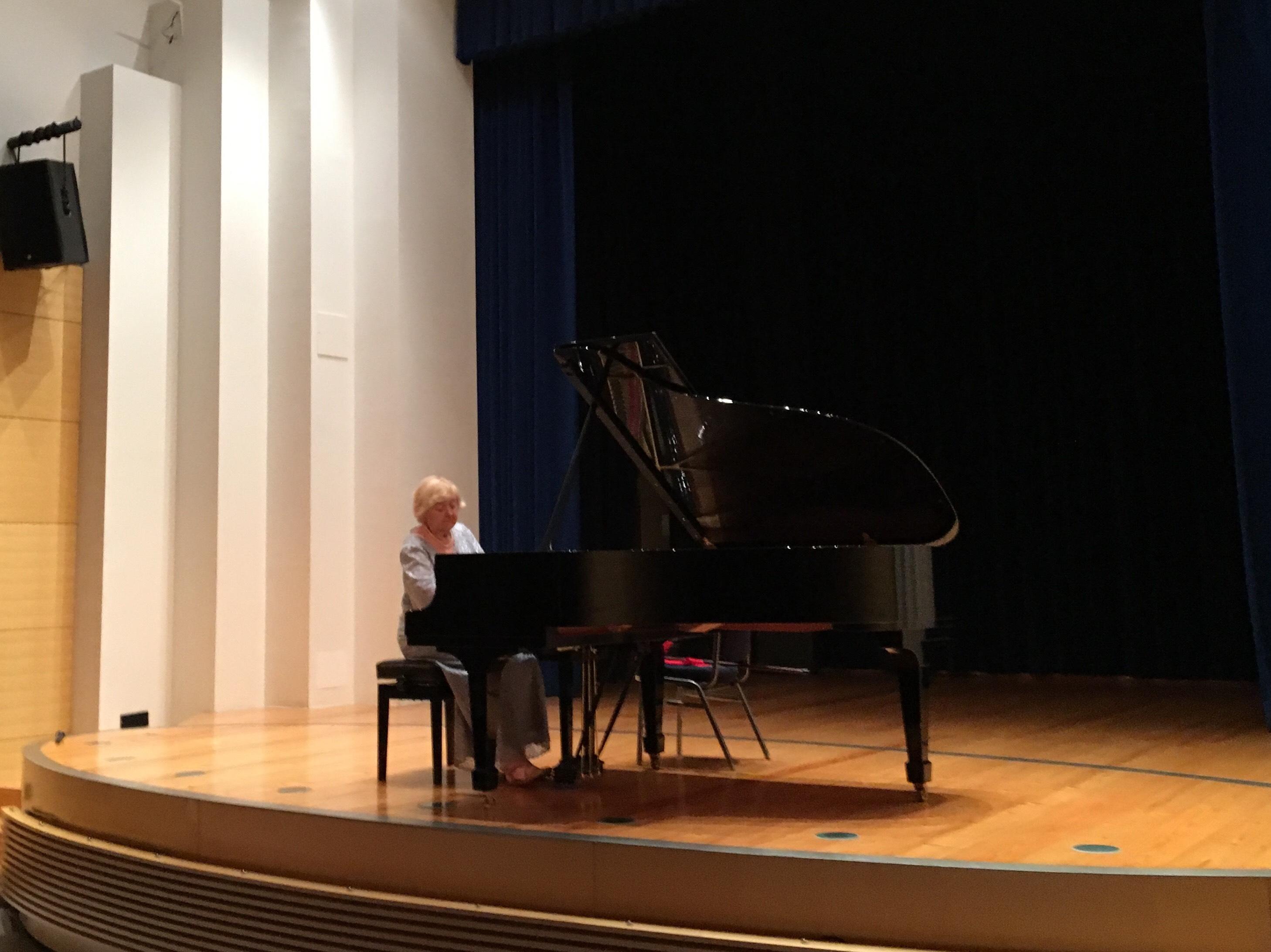 """La rinomata pianista Pavica Gvozdić inaugura il Festival """"Rovinj art&more"""""""