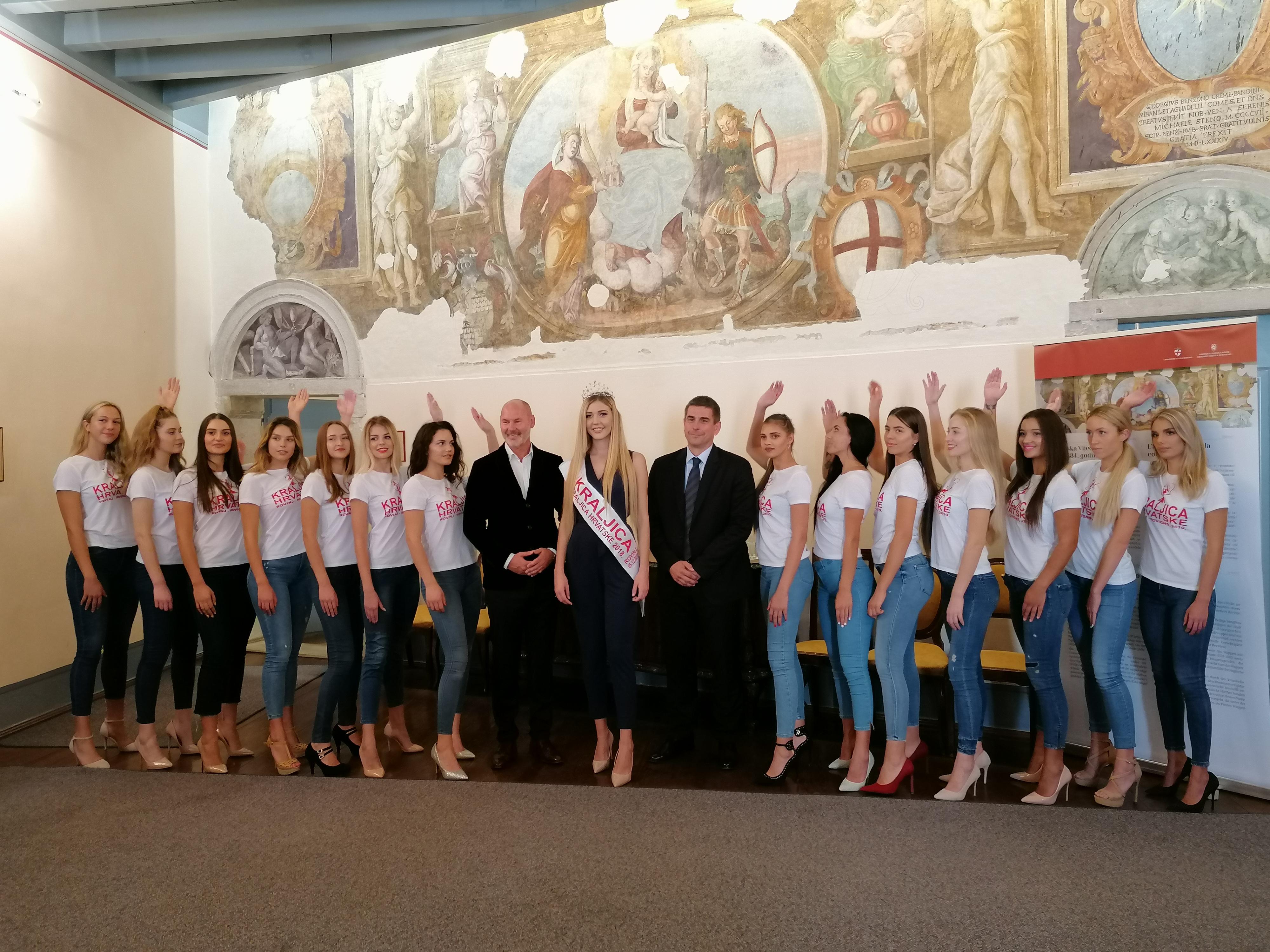 Ricevimento in Municipio per le finaliste del concorso Regina della Croazia