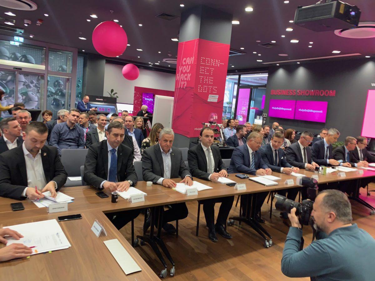 Potpisan Sporazum o partnerstvu u provedbi projekta izgradnje mreže širokopojasnog interneta - glavna fotografija