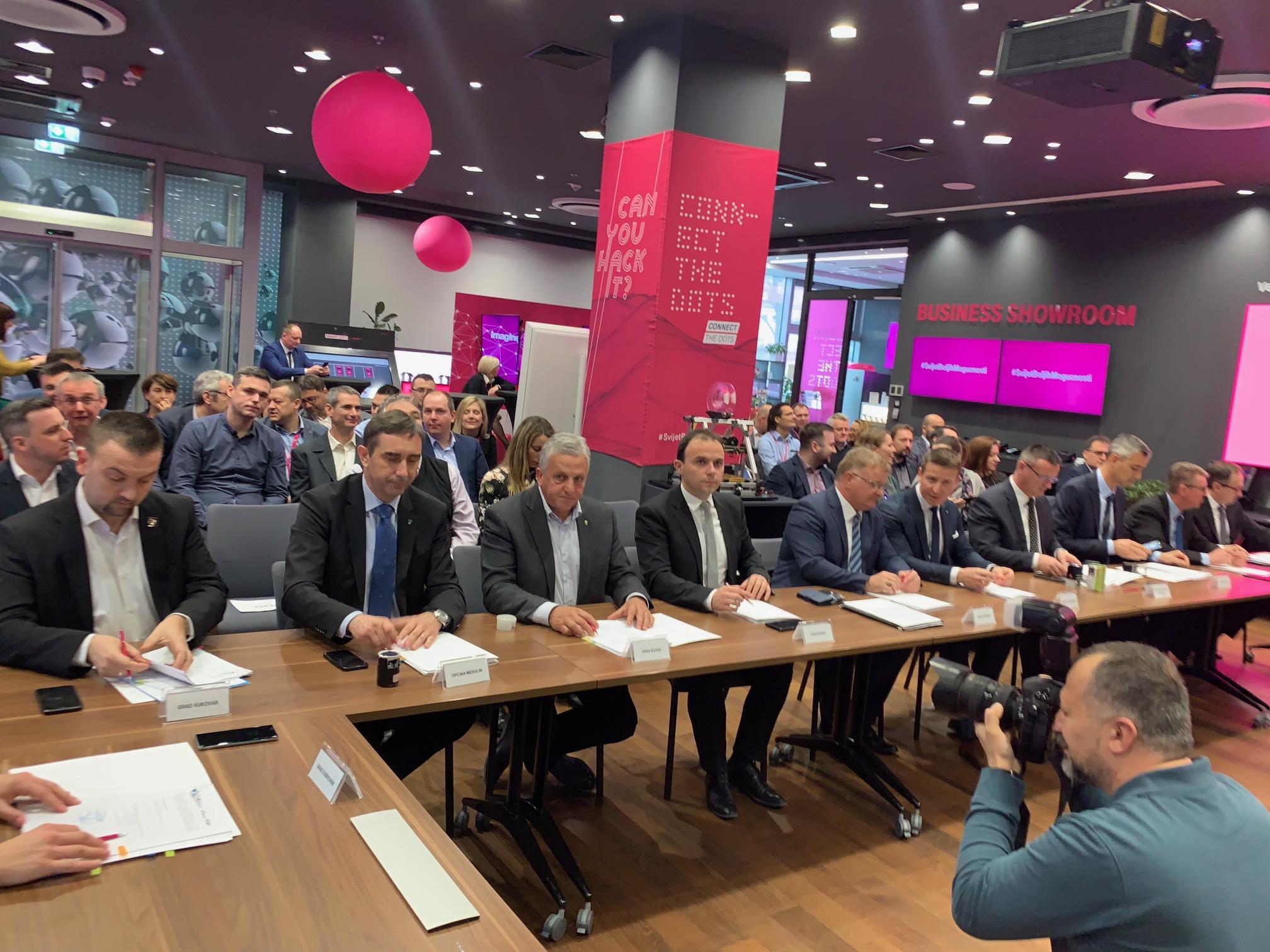 Potpisan Sporazum o partnerstvu u provedbi projekta izgradnje mreže širokopojasnog interneta