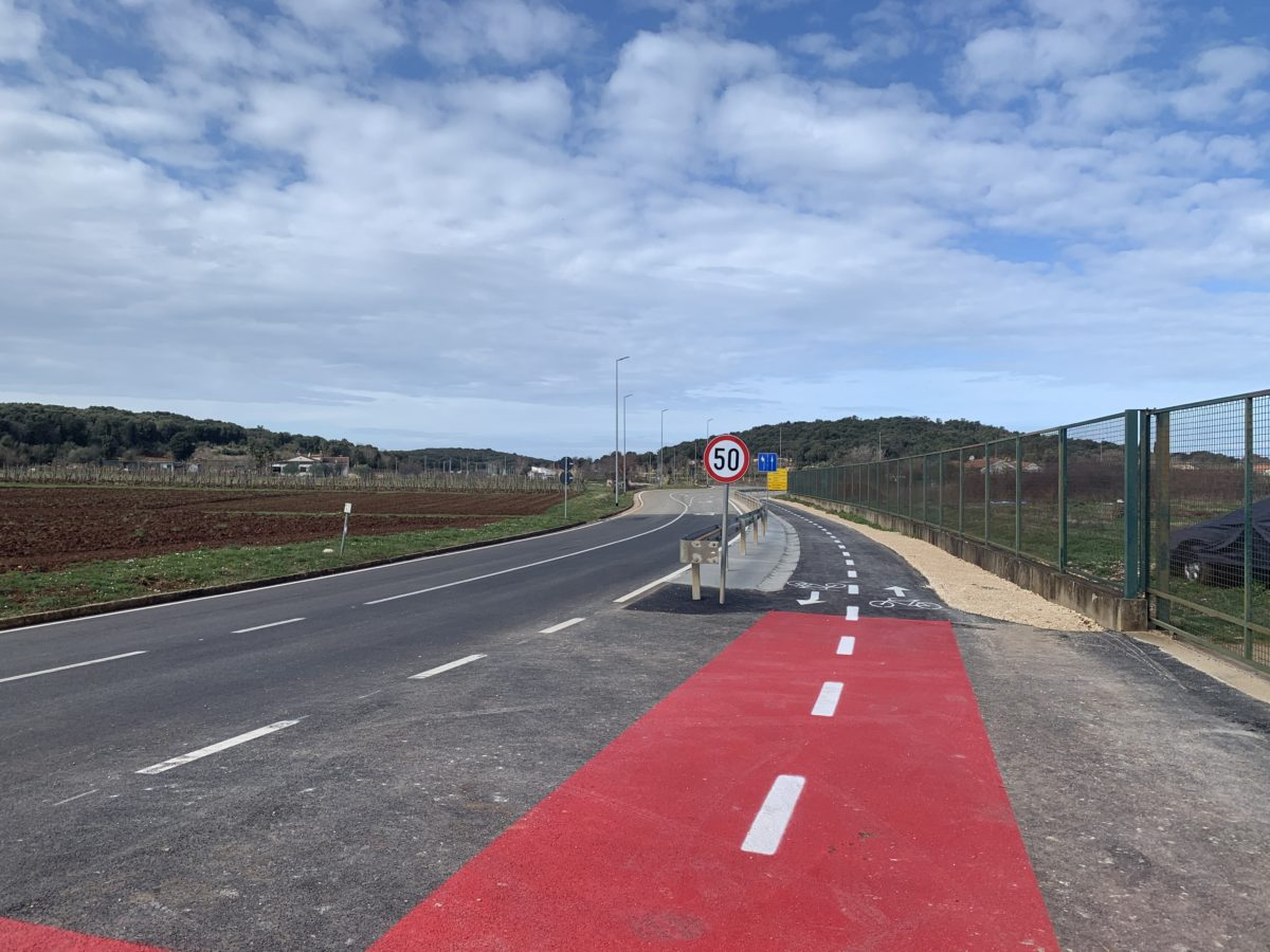 Terminata l'asfaltatura delle corsie ciclistiche sulla Rovigno-Valalta - glavna fotografija