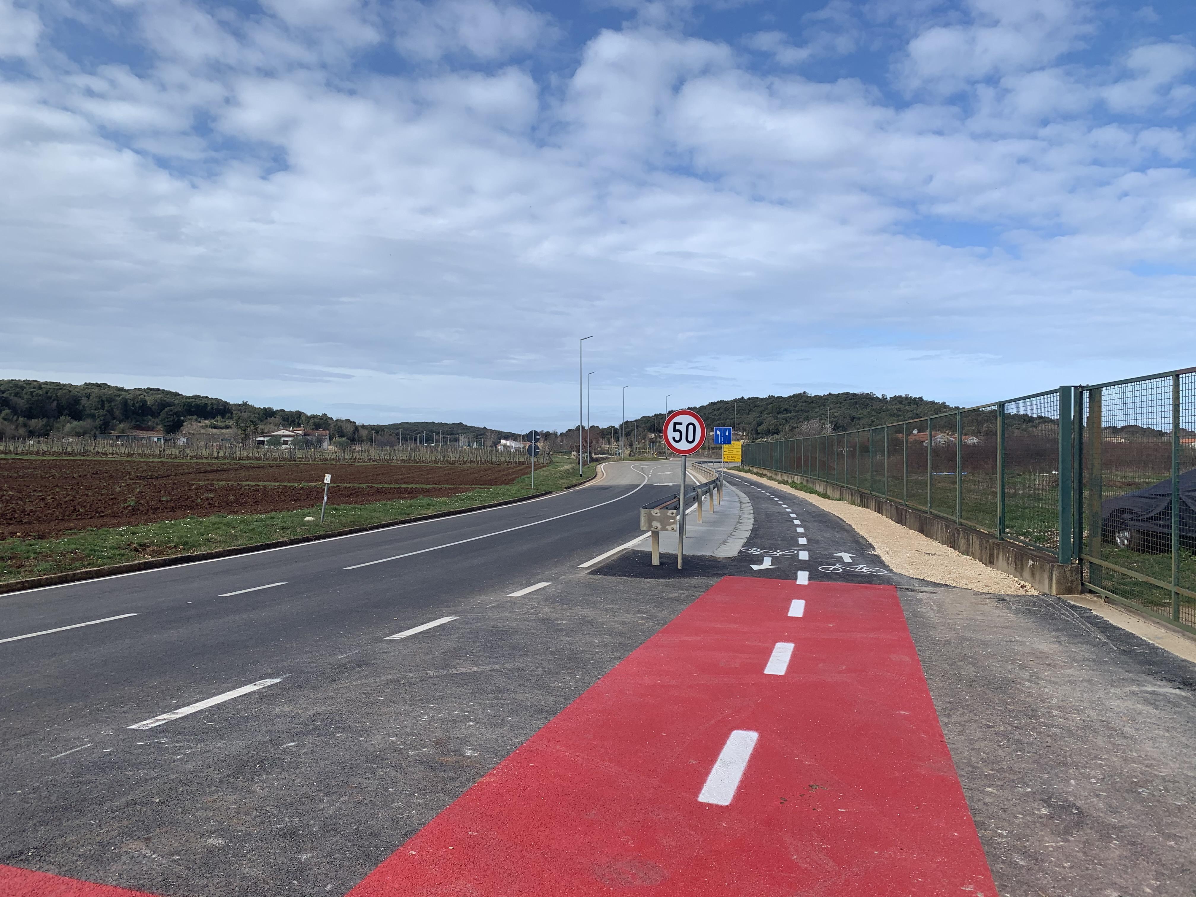 Terminata l'asfaltatura delle corsie ciclistiche sulla Rovigno-Valalta