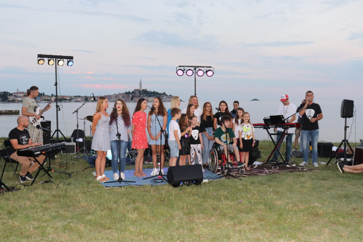 Si è tenuto il concerto di fine corso del Laboratorio musicale - glavna fotografija