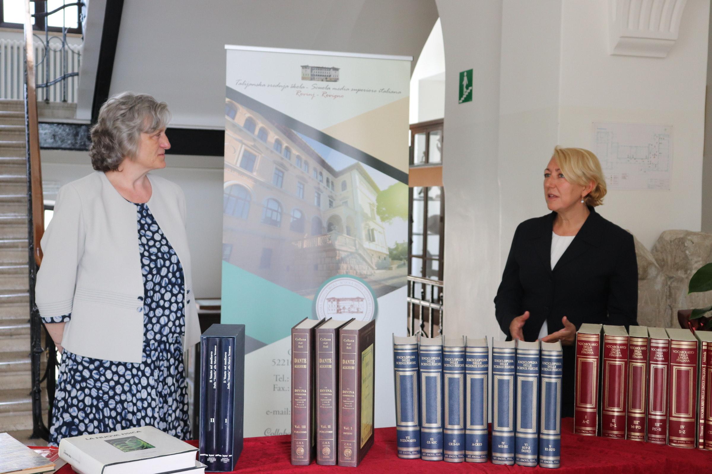 Donacija dijela privatne biblioteke Talijanskoj srednjoj školi Rovinj-Rovigno