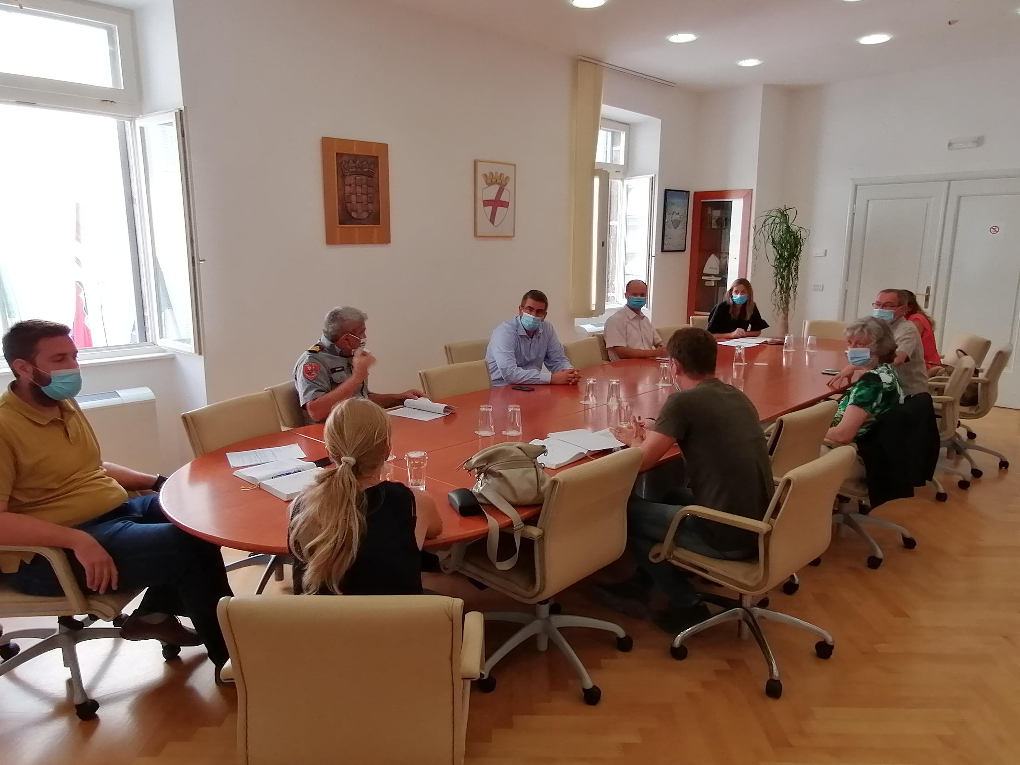 U Gradu održan radni sastanak s ravnateljima školskih ustanova
