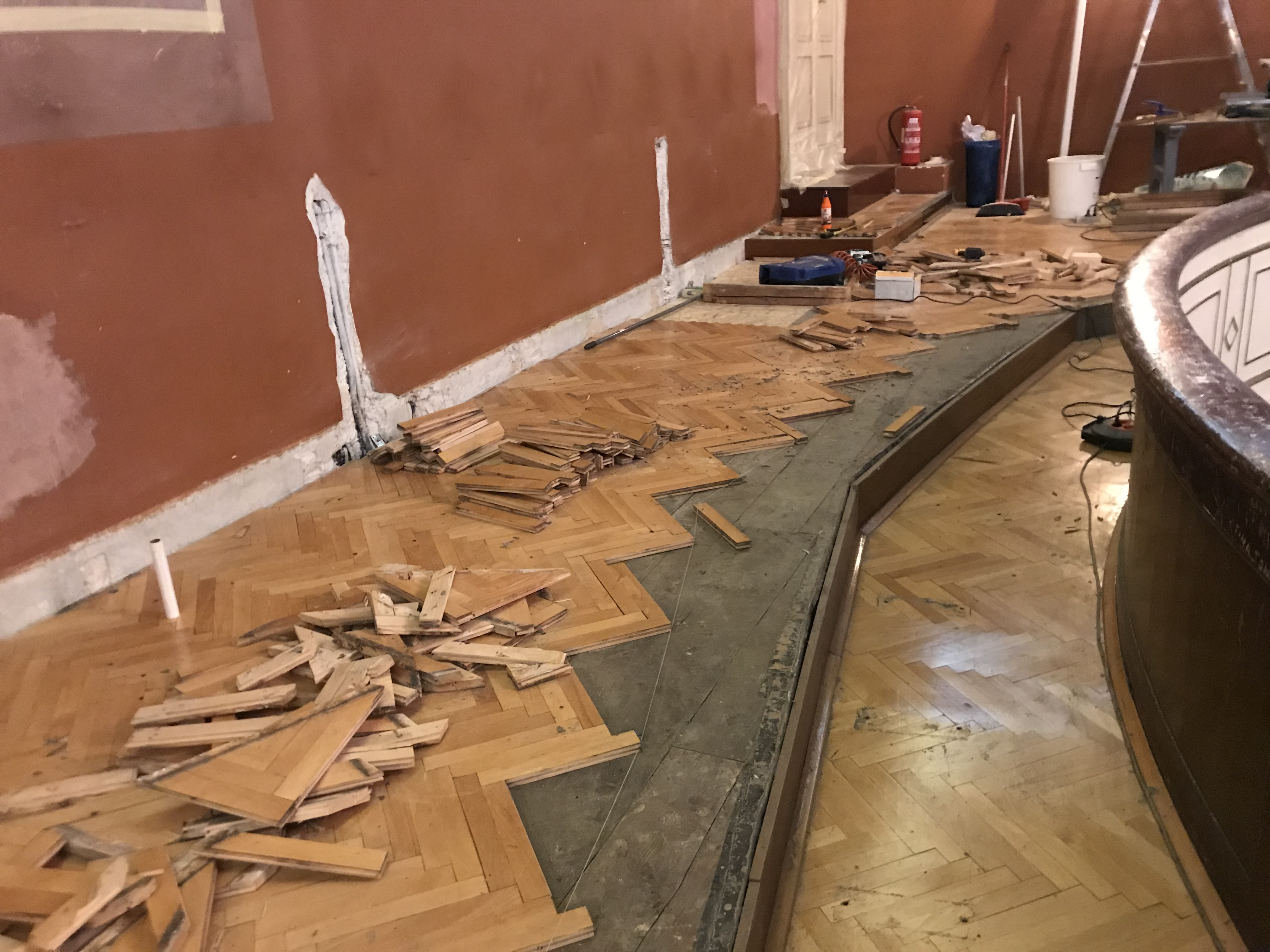 Započela je obnova balkona kazališta A. Gandusio