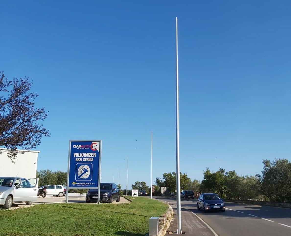 U tijeku su radovi na postavljanju javne rasvjete na cesti Fažanska  – Turnina