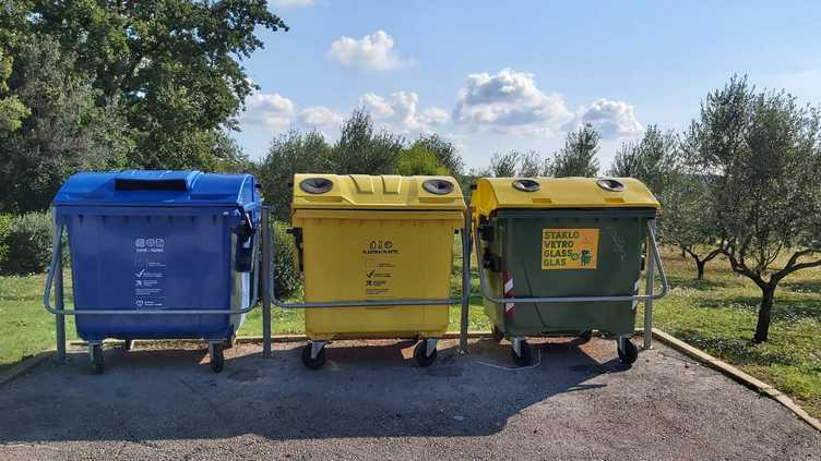 È iniziata la distribuzione dei nuovi contenitori per la raccolta differenziata di rifiuti urbani