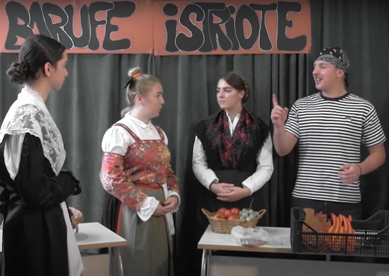 Gli alunni delle scuole elementare e media superiore premiati al Festival dell'istrioto