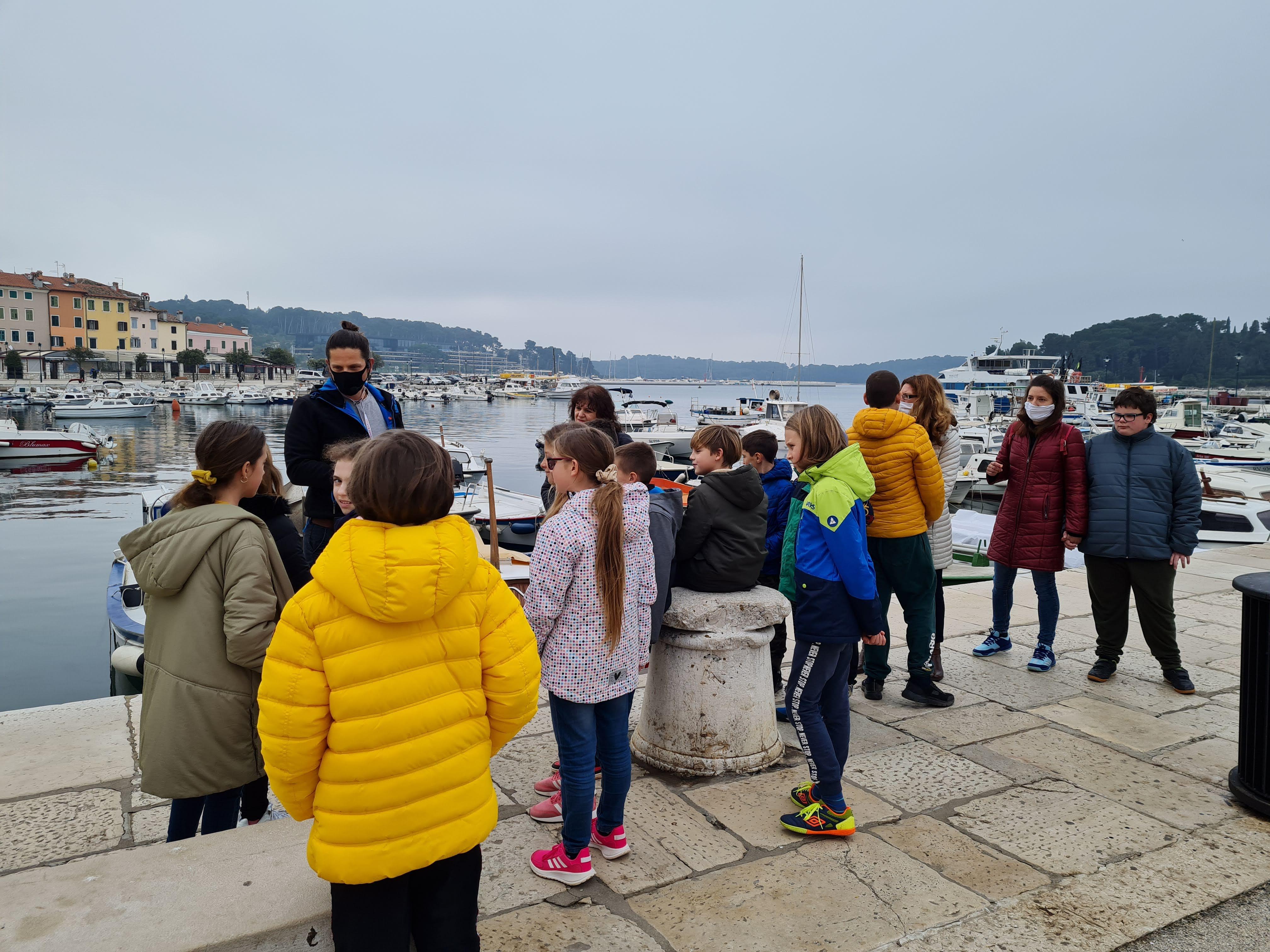 L'Associazione delle guide turistiche di Rovigno ha organizzato una visita gratuita della città per gli alunni delle scuole elementari di Rovigno