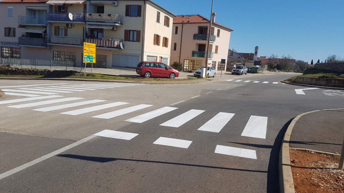 Obnavlja se horizontalna signalizacija na području Grada - glavna fotografija