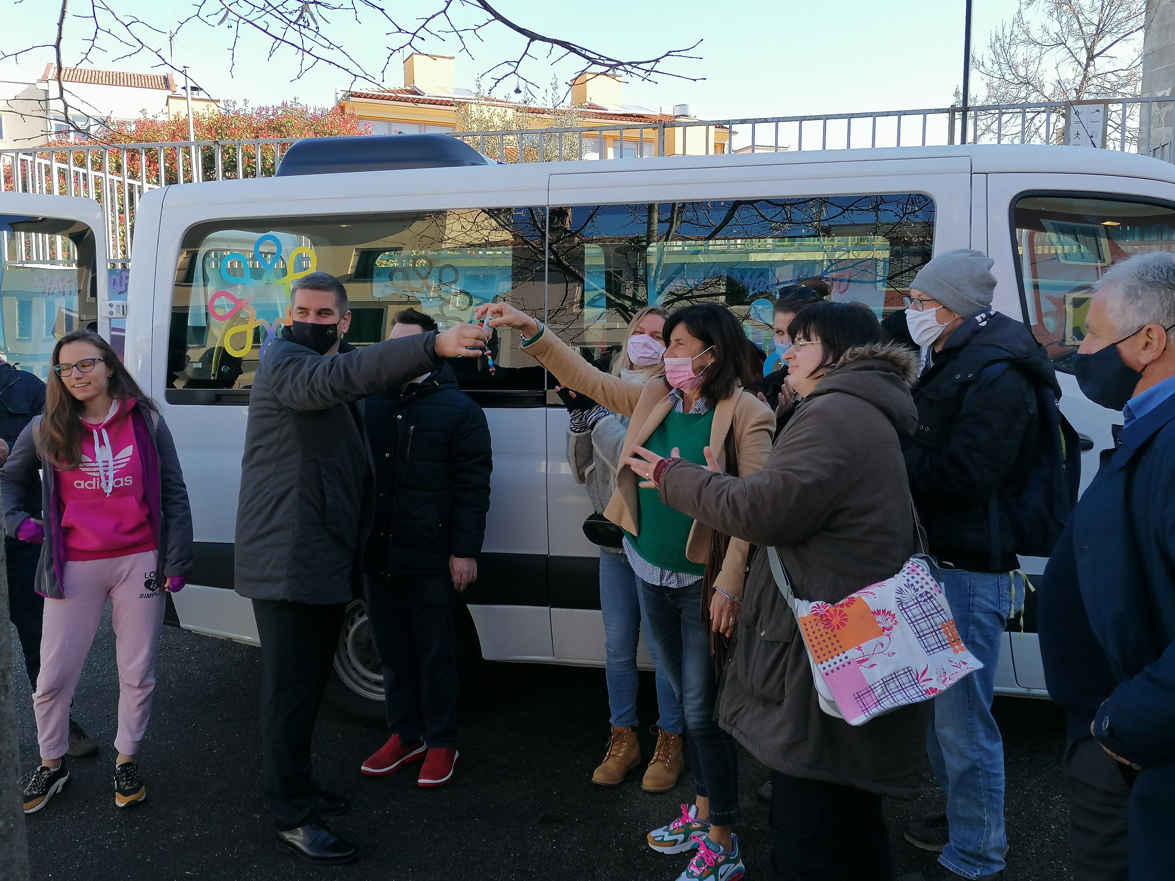 La Città di Rovinj-Rovigno ha donato un nuovo veicolo all'Associazione delle persone disabili