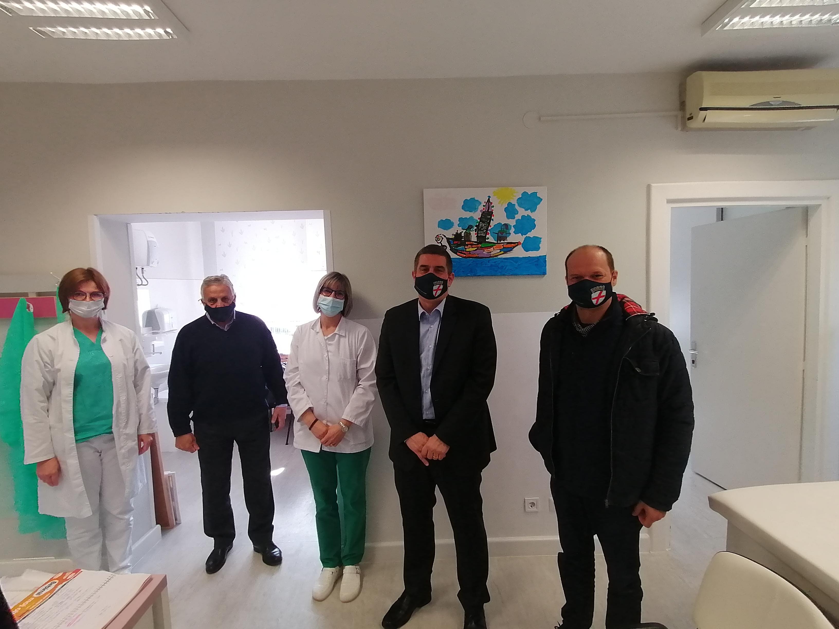 La città di Rovinj-Rovigno ha donato un analizzatore CRP all'Ambulatorio pediatrico