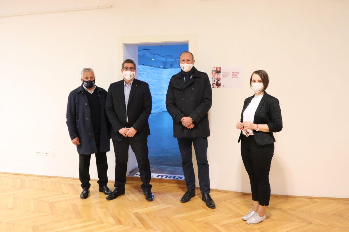 """Presso il Museo di Rovigno è stata inaugurata la mostra """"Mancano all'appello – Nijema prozivka"""" - glavna fotografija"""