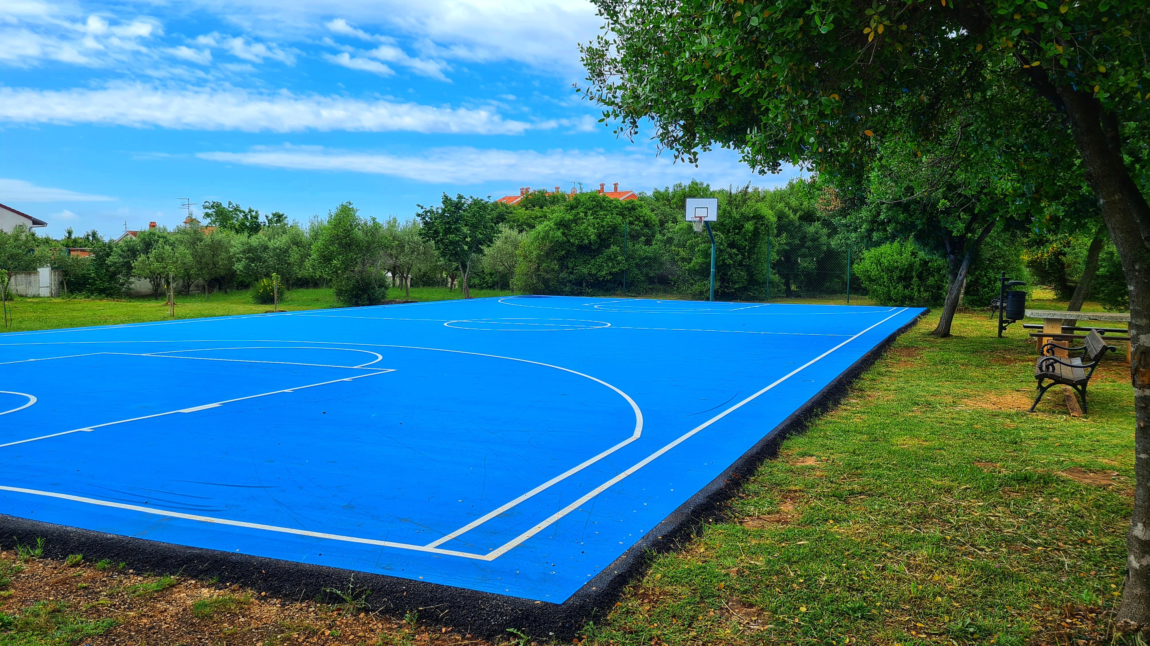 Risistemati i parchi giochi negli abitati di Monfirenzo, Gripole e Villa di Rovigno