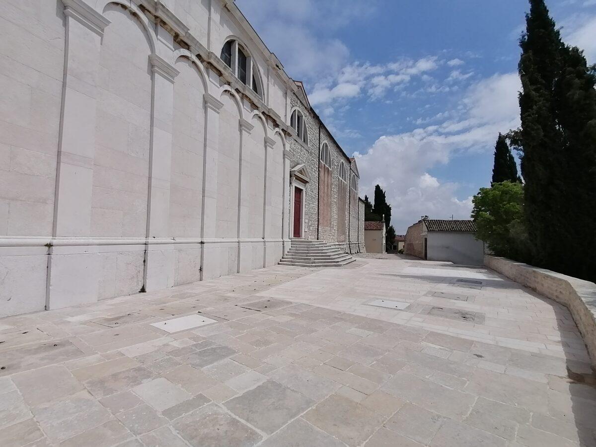 Il sagrato della chiesa di San Giorgio e Sant'Eufemia torna all'antico splendore - glavna fotografija