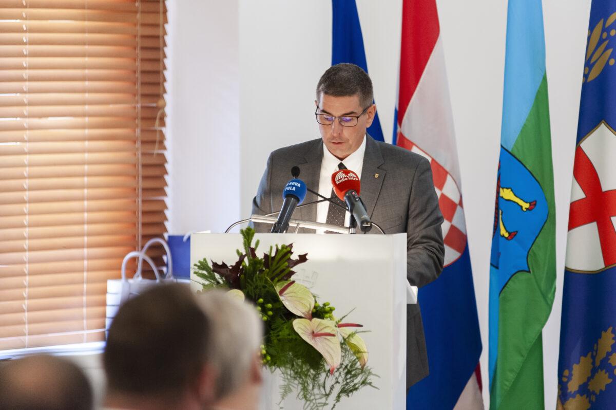 Gradonačelnik Marko Paliaga prozvao Ministra Fuchsa: «Ukidanje srednjoškolskih programa bez ozbiljne analize stanja na tržištu rada na županijskom nivou nema nikakvog smisla» - glavna fotografija