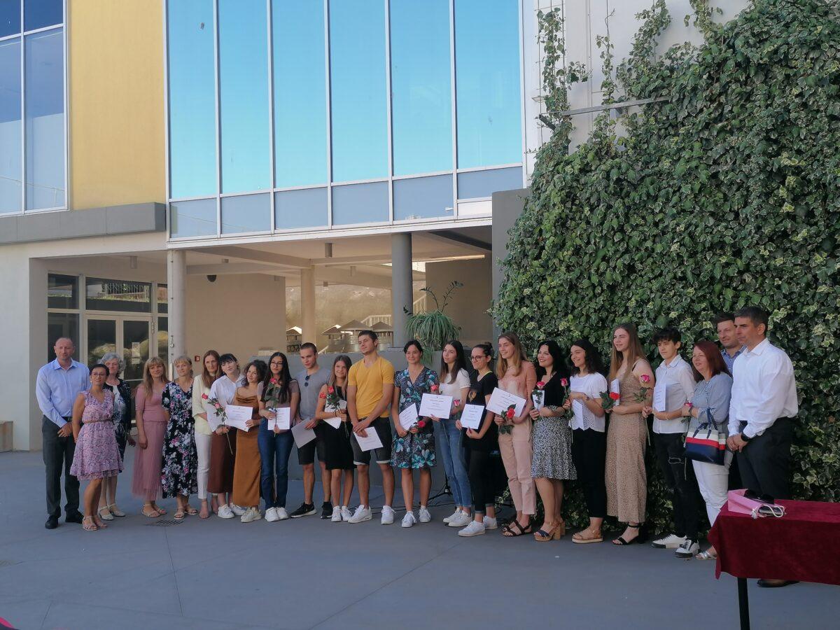 Incontro con i premiati e i maturandi meritevoli delle scuole medie superiori di Rovigno - glavna fotografija