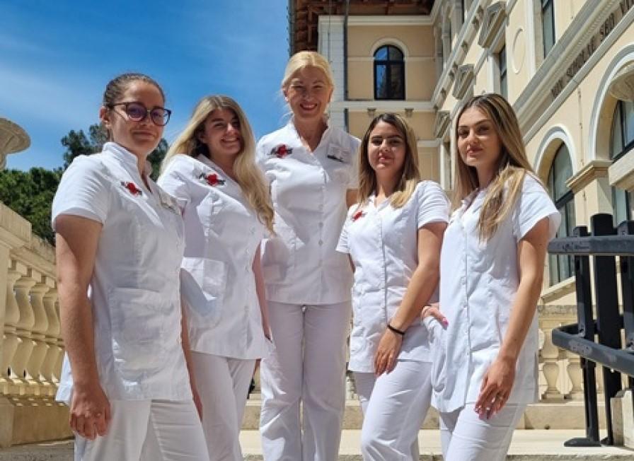 Termina il suo percorso di studi la prima generazione dell'indirizzo Estetista medico della SMSI di Rovigno