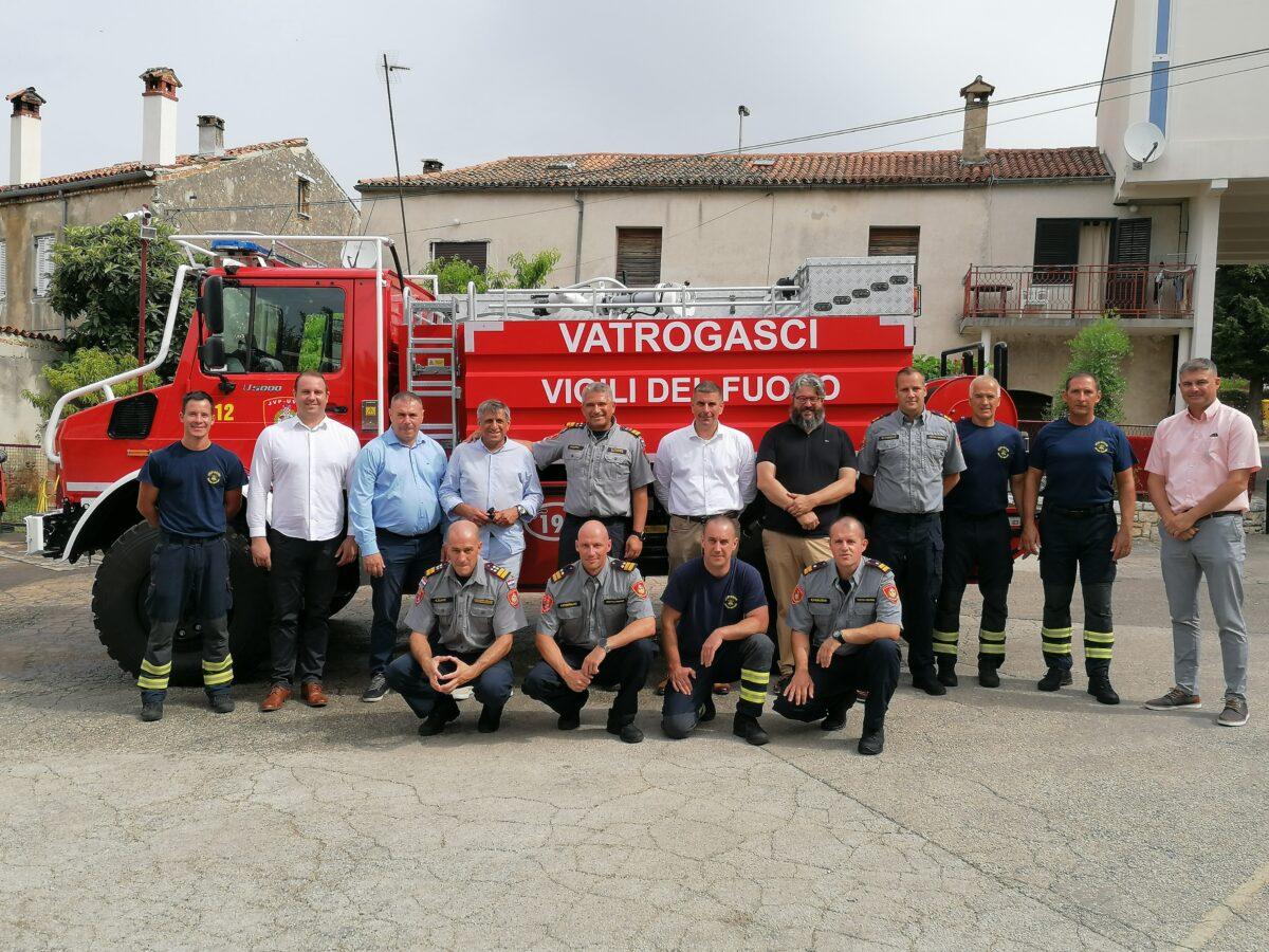 Rovinjski vatrogasci dobili novo šumsko vozilo - glavna fotografija