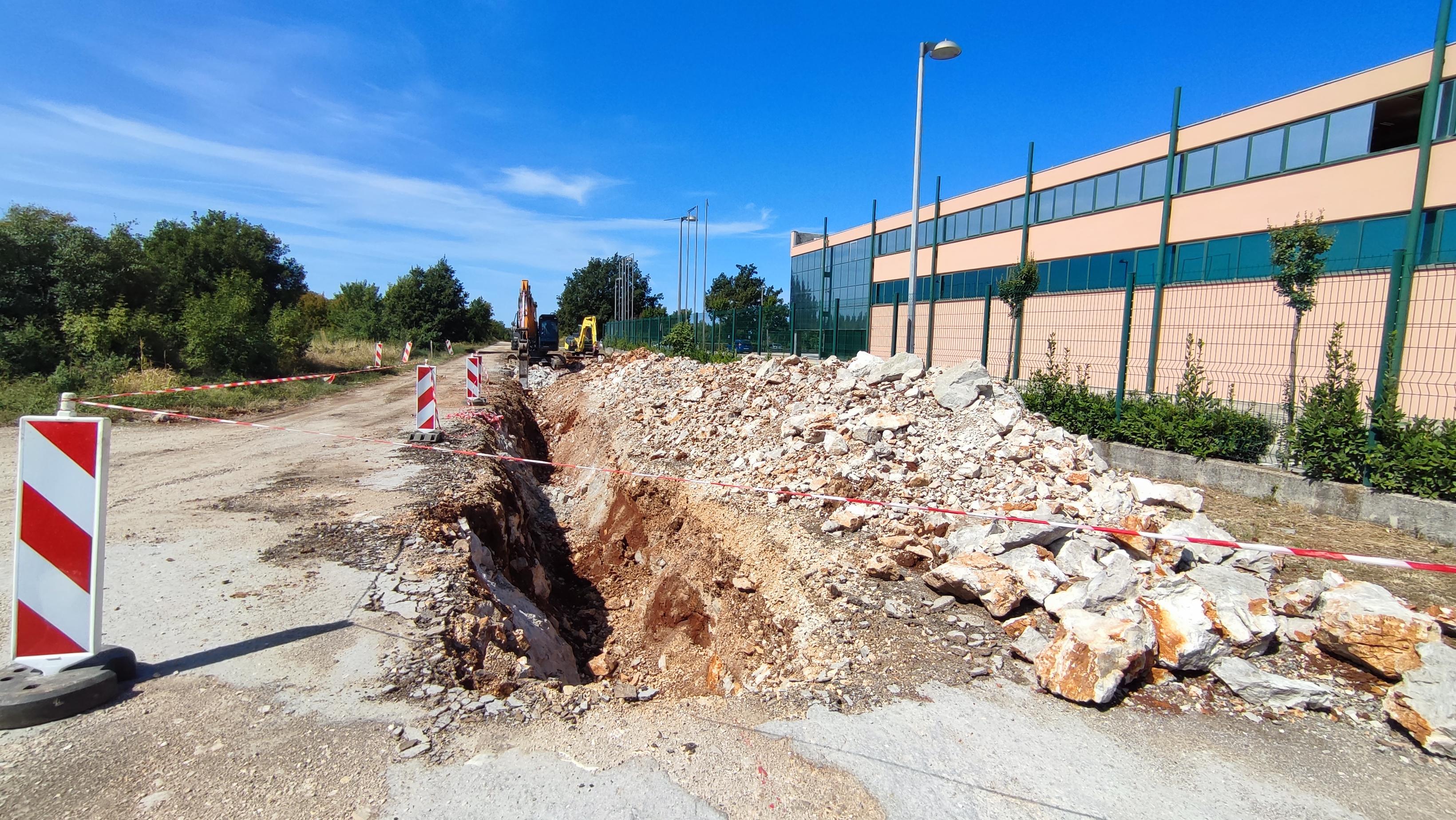 È in corso la costruzione della carreggiata nella zona imprenditoriale Gripole-Spine'
