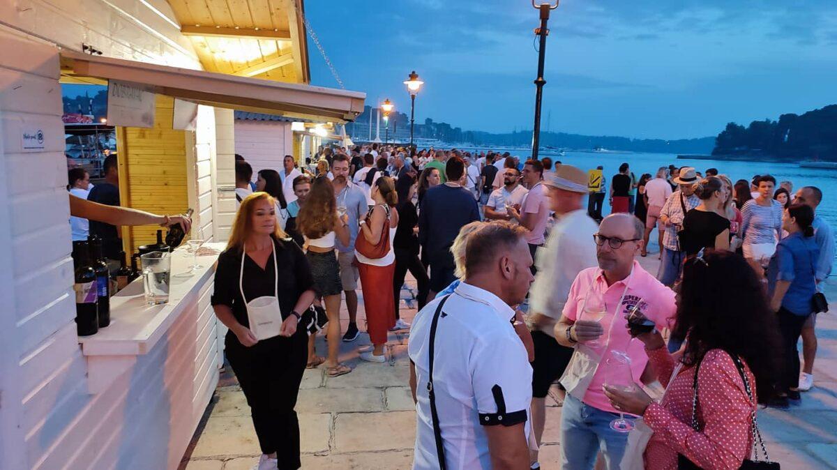 Na gradsku rivu vratio se rovinjski festival vina - glavna fotografija